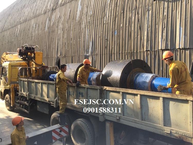 Giao hàng trục máy cán ép con lăn 19 tấn